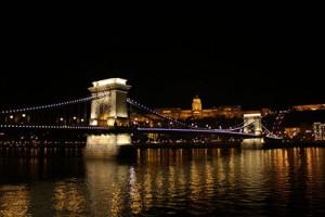 400px-Budapest_Chain_Bridge